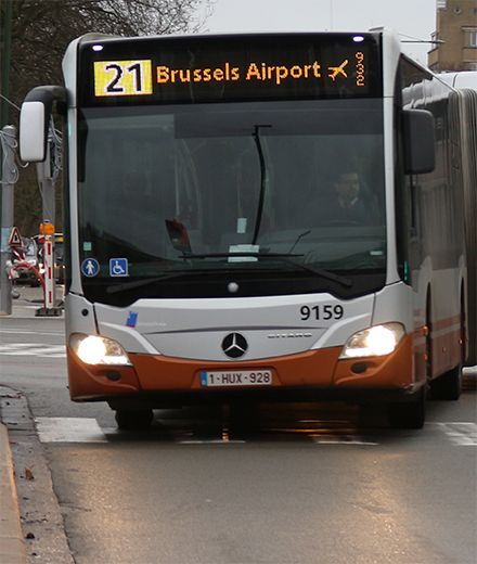 Bus 12, 21, 79 – tunnel Reyers