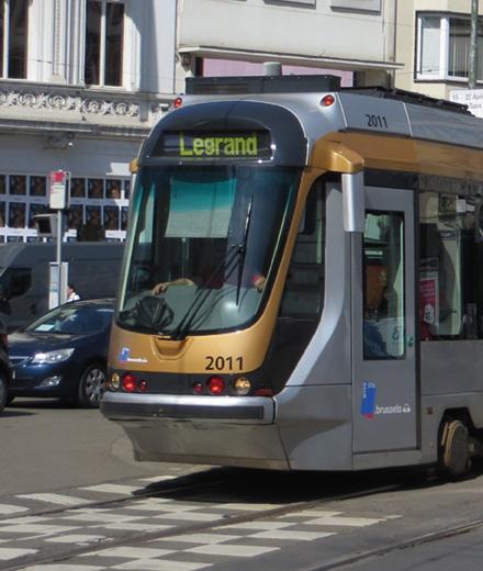 Tram 93-94, bus 54, renouvellement des voies place Stéphanie.